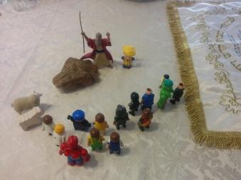 משה מכה בסלע 18